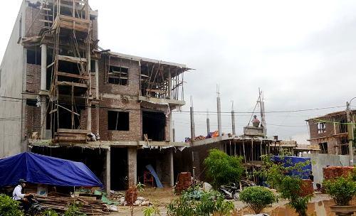 Cả trăm ngôi nhà từ 1-5 tầng xây dựng trái phép tại đất quốc phòng rộng 14,2 vừa được bàn giao cho thành phố Hải Phòng sẽ bị xử lý. Ảnh: Giang Chinh