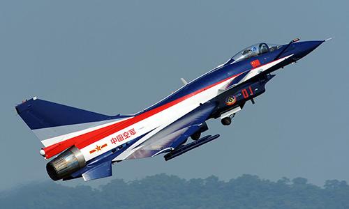 Tiêm kích Chendu J-10 thuộc đội bay biểu diễn của không quân Trung Quốc. Ảnh: Peng Chen.