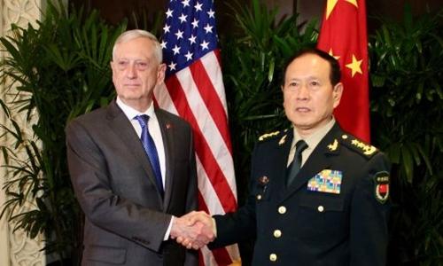 Bộ trưởng Quốc phòng Mỹ Jim Mattis và người đồng nhiệm Trung Quốc Ngụy Phượng Hòa tại Bắc Kinh ngày 18/10. Ảnh: AFP.
