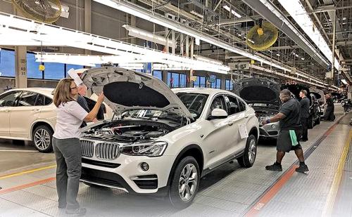 Bên trong nhà máy BMW ở South Carolina, Mỹ. Ảnh: Autonews.