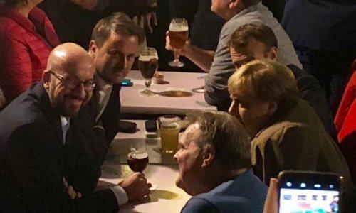 Giới lãnh đạo châu Âu cùng đi uống bia sau buổi họp EU