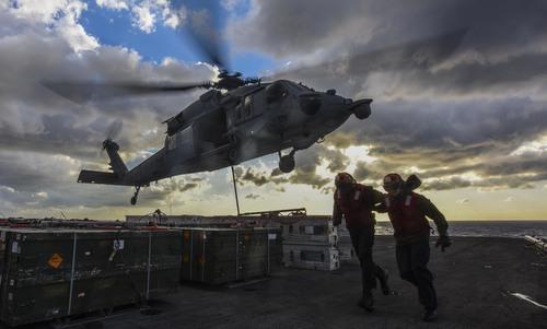 Trực thăng MH-60 cất cánh từ tàu USS Ronald Reagan hồi năm 2017. Ảnh: US Navy.