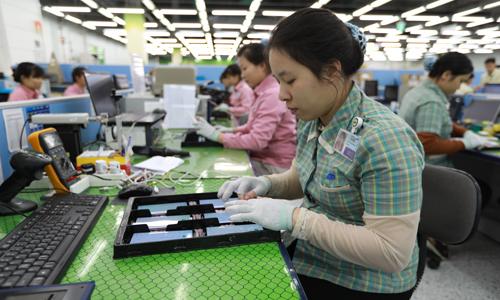 Công nhân nhà máy Samsung Electronics Việt Nam tại Khu công nghiệp Yên Phong, Bắc Ninh. Ảnh: Ngọc Thành.