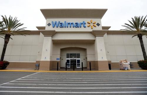 Walmart là ông lớn trong ngành công nghiệp bán lẻ. Ảnh: Reuters