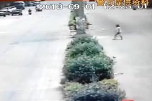 Hình ảnh cuối cùng của nạn nhân được camera ghi lại trước khi bị sát hại.