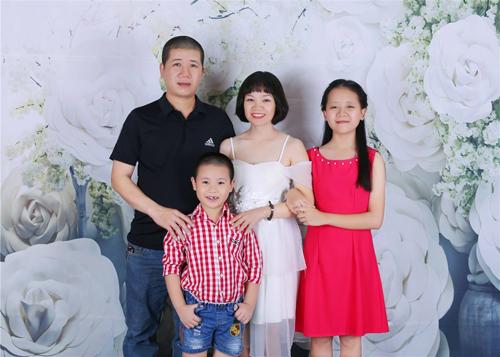 Gia đình bé NguyễnPhương Linh.