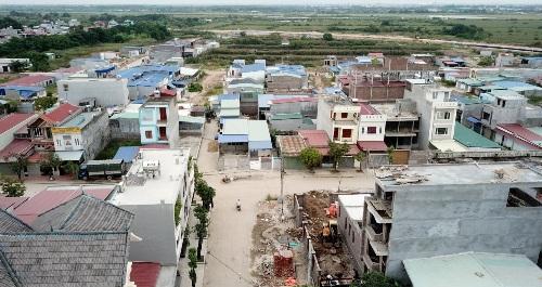 Liên quan đến bán đất, xây nhà trái phép trong khu đất quốc phòng 14,2ha tại phường Thành Tô, quận Hải An (Hải Phòng), 5 bị can gồm cán bộ, sĩ quan, doanh nghiệp chuẩn bị hầu tòa. Ảnh: Giang Chinh