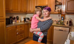 Bé 6 tuổi cứu mẹ khỏi bị bố bạo hành ở Anh