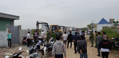 Ngày 18/10, UBND quận Hải Phòng được lệnh tháo dỡ các công trình xây dựng trái phép tại khu B. Ảnh: Giang Chinh
