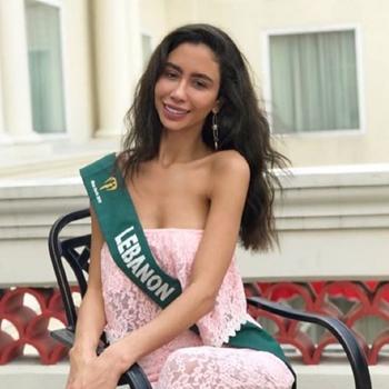 Hoa hậu Trái đất Lebanon Salwa Akar. Ảnh:Facebook.