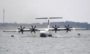 Thủy phi cơ Trung Quốc lớn nhất thế giới thử nghiệm cất và hạ cánh trên nước