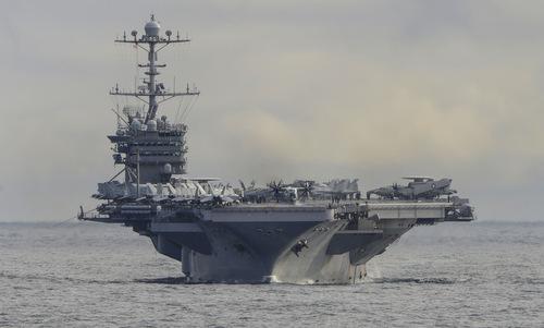 Tàu sân bay Truman trên hành trình tới Bắc Cực hôm 18/10. Ảnh: US Navy.