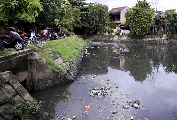 Nước thải hôi thối 'bao vây' Chùa Cầu Hội An