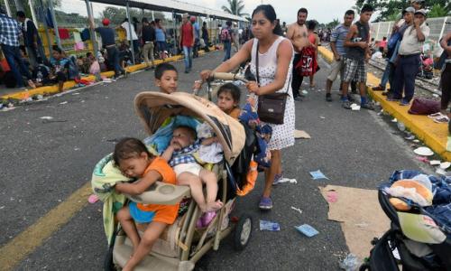 Mexico mở cửa biên giới cho một phần đoàn di cư Honduras
