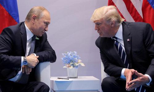Trump (phải) trong cuộc gặp Putin bên lề hội nghị G-20 ở Đức năm 2017. Ảnh: Reuters.