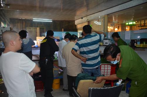 Hơn 40 người sử dụng ma túy trong quán karaoke