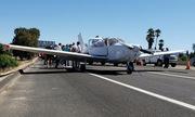 Máy bay hỏng động cơ, phi công Mỹ đáp an toàn xuống đường cao tốc