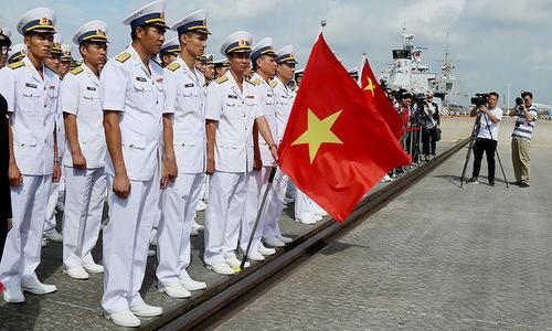 Thủy thủ đoàn tàu Trần Hưng Đạo trong lễ khai mạc ACMEX 2018. Ảnh: Báo Hải quân.