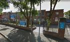 Cấm trò chuyện ở hành lang, trường học Anh bị phản ứng