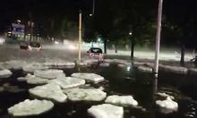 Cảnh tượng băng trôi hiếm gặp trên nhiều tuyến phố ở Rome