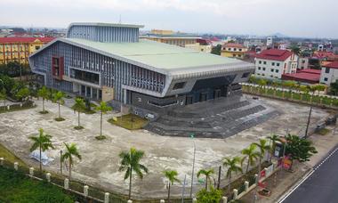 Nhà hát trăm tỷ phủ bụi sau sáu năm xây dựng
