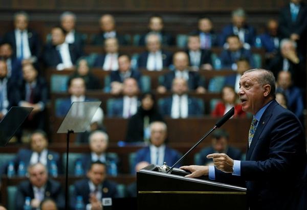 Tổng thống Thổ Nhĩ Kỳ Recep Tayyip Erdogan phát biểu trước quốc hội ngày 23/10. Ảnh: Reuters.