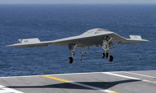 UAV hải quân Mỹ hạ cánh trên tàu sân bay trong một cuộc thử nghiệm. Ảnh: NBC News.