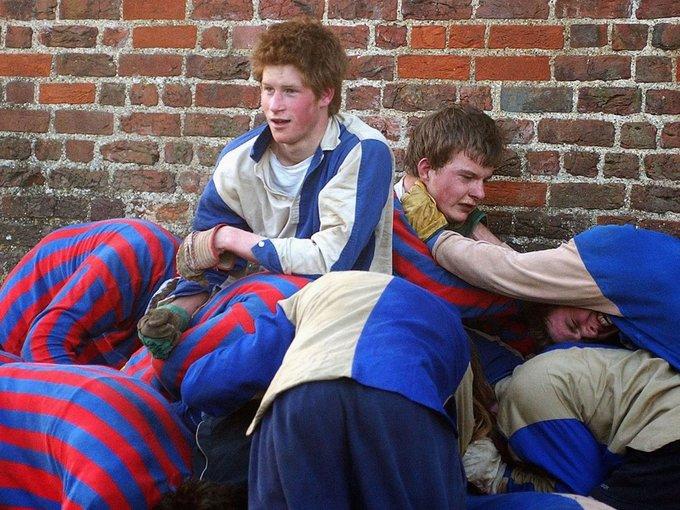 Ký túc xá thời trung học của hoàng tử Harry