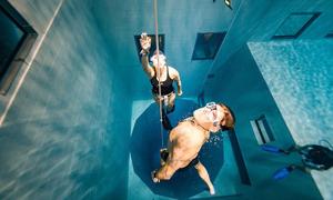 Lặn không bình dưỡng khí tại bể bơi sâu nhất thế giới
