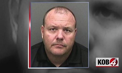Nghi phạm Bruce Michael Alexander sau khi bị bắt. Ảnh: KOB4