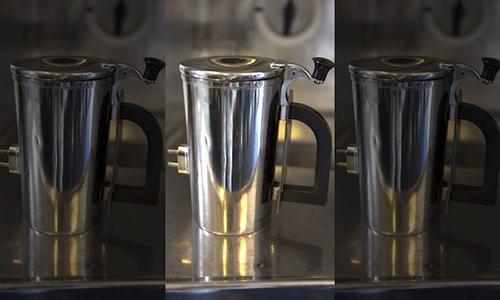 Các binh sĩ sử dụng cốc này để đun nước nóng pha cafe trên máy bay. Ảnh: US Air Force.