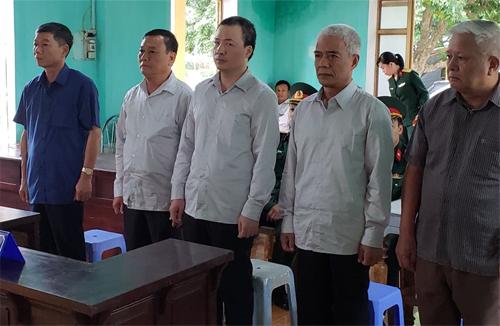 5 bị cáo Khuây, An, Doanh, Bình và Mên nghe HĐXX tuyên án. Ảnh: Giang Chinh