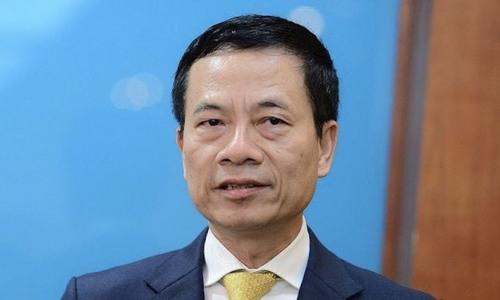Ông Nguyễn Mạnh Hùng bên hành lang Quốc hội chiều 23/10. Ảnh: MIC