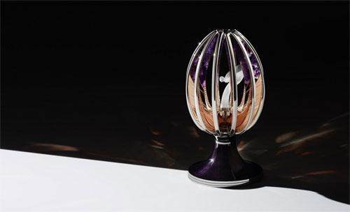 Quả trứng Phục sinh đặc biệt chứa biểu tượng huyền thoại của hãng siêu sang Anh quốc.