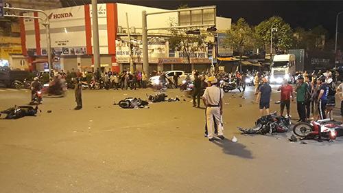 Hiện trường vụ tai nạn xe BMW gây tai nạn ở ngã tư Hàng Xanh (TP HCM). Ảnh: Sơn Hòa.