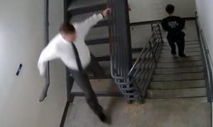 Thẩm phán Mỹ truy đuổi hai bị cáo đào tẩu khỏi tòa