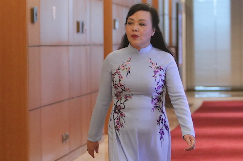 Bộ trưởng Y tế Nguyễn Thị Kim Tiến trước giờ Quốc hội công bố kết quả lấy phiếu tín nhiệm. Ảnh: Võ Hải