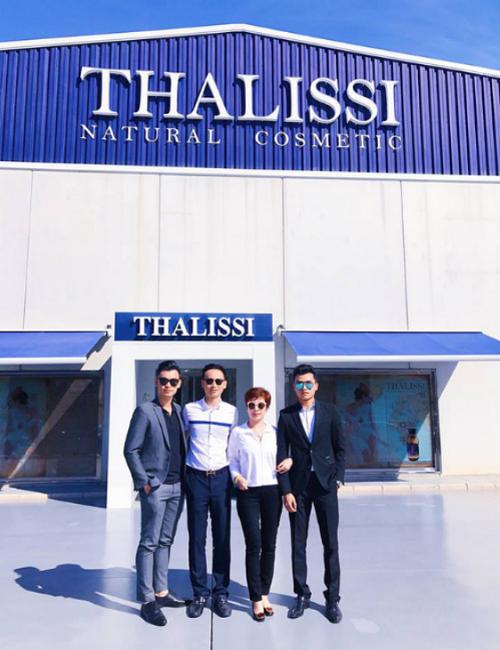 Nữ doanh nhân Đặng Thanh Hằng trong chuyến công tác tại Tây Ban Nha thăm nhà máy sản xuất mỹ phẩm thiên nhiên Thalissi gần đây.