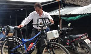 Người đàn ông miền Tây chế xe đạp chạy bằng máy cắt cỏ
