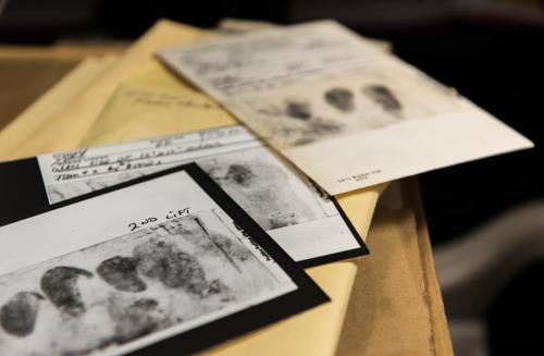 Dấu vân tay, dấu giày và tinh trùng thu được đều không giúp tìm ra thủ phạm. Ảnh: Mercurynews.