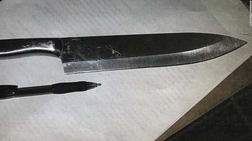 Con dao cảnh sát tịch thu từ hai nữ sinh trường trung học Bartow, Florida hôm 23/10. Ảnh: CNN.
