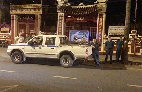 Cảnh sát phong toà một đoạn đường. Ảnh: Quốc Thắng.