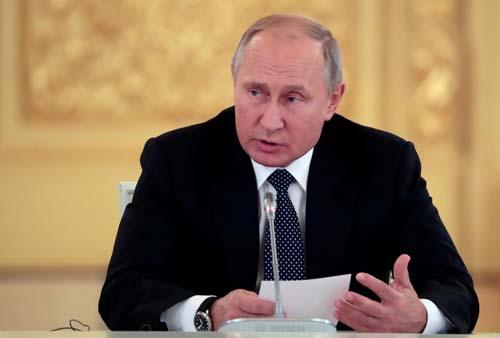 Tổng thống Nga Vladimir Putin phát biểu tại điện Kremlin, Moskva hôm 24/10. Ảnh: Reuters.