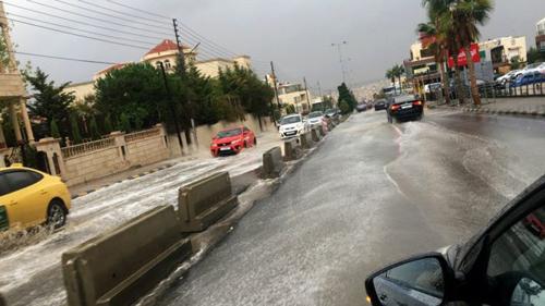 Mưa lớn gây lụt ở đường phố Amman và nhiều thành phố khác tại Jordan. Ảnh: BBC.