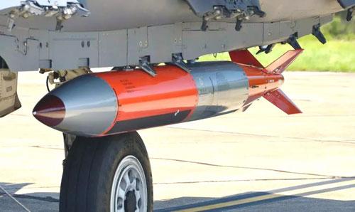 Một nguyên mẫu bom B61 Mod 12 gắn hệ thống cánh đuôi dẫn đường bằng GPS. Ảnh: Drive.