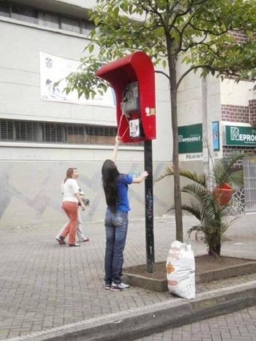 Điện thoại công cộng không dành cho người bình thường.