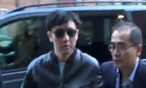 Kim Jong-chul (trái), anh trai của lãnh đạo Triều Tiên Kim Jong-un, tới buổi hòa nhạc ở London, Anh vào năm 2015. Ảnh: Yonhap.