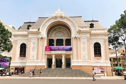 Nhà hát giao thưởng TP HCM hiện phải thuê Nhà hát TP HCM để biểu diễn.