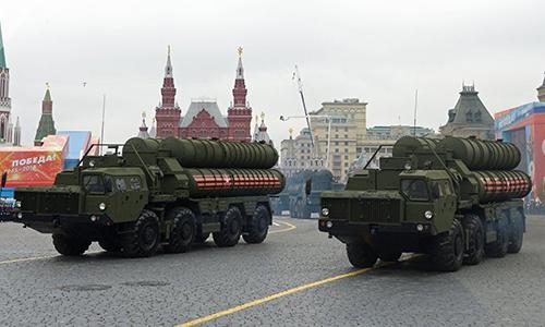 Xe chở tên lửa của tổ hợp phòng không S-400 Triumf trong lễ duyệt binh 73 năm Ngày Chiến thắng của Nga tại Quảng trường Đỏ, Moskva. Ảnh: Sputnik.