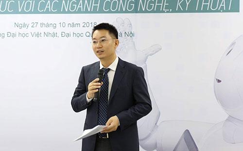 Ông Nhật Nguyễn Hoàng Anh, Phó hiệu trưởng Đại học Việt Nhật phát biểu tại hội thảo. Ảnh: Hải Yến.